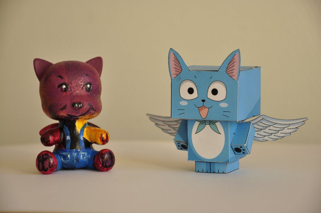 Happy en paper toy !